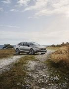 OFFSET_VOLVO_V40_CrossCountry_MY17_Image_1.jpg