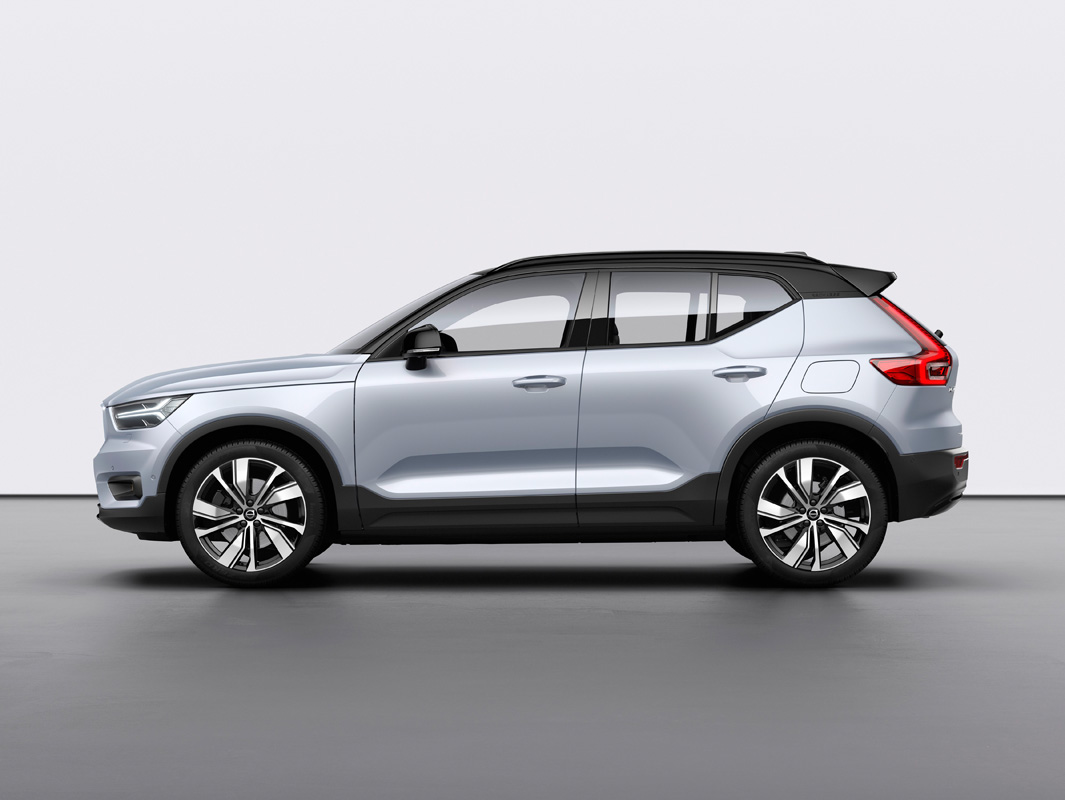 259190_Volvo_XC40_Recharge_P8_AWD_in_Glacier_Silver.jpg