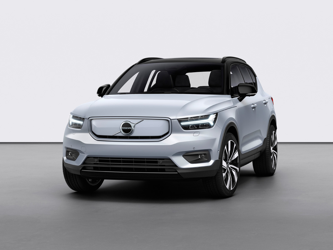 259192_Volvo_XC40_Recharge_P8_AWD_in_Glacier_Silver.jpg