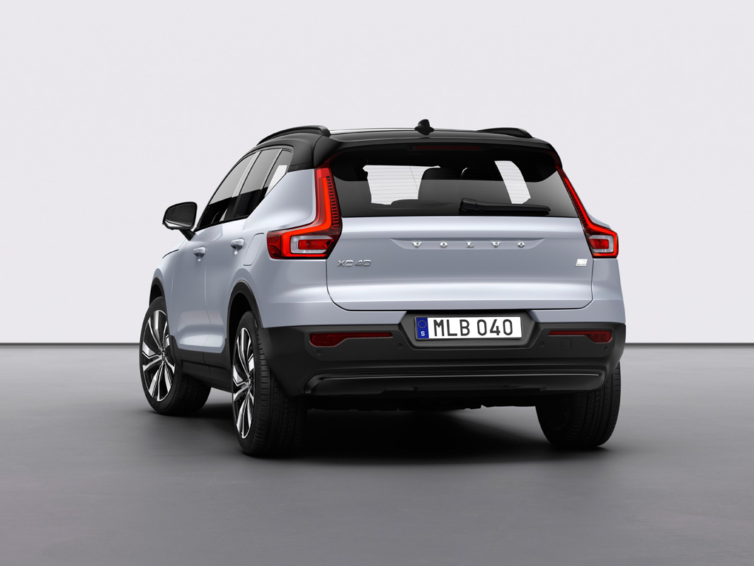 259194_Volvo_XC40_Recharge_P8_AWD_in_Glacier_Silver.jpg