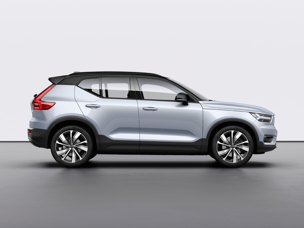 259199_Volvo_XC40_Recharge_P8_AWD_in_Glacier_Silver.jpg