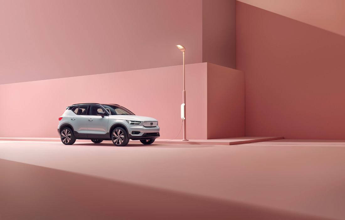 259201_Volvo_XC40_Recharge_P8_AWD_in_Glacier_Silver.jpg