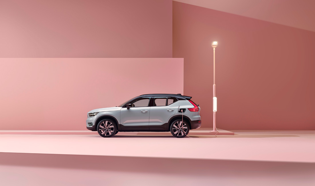 259202_Volvo_XC40_Recharge_P8_AWD_in_Glacier_Silver.jpg