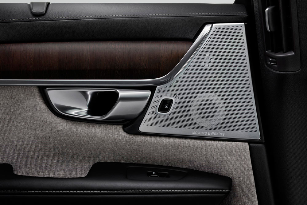 268128_Volvo_Premium_Sound_System_by_Bowers_Wilkins_im_Volvo_Interieur.jpg