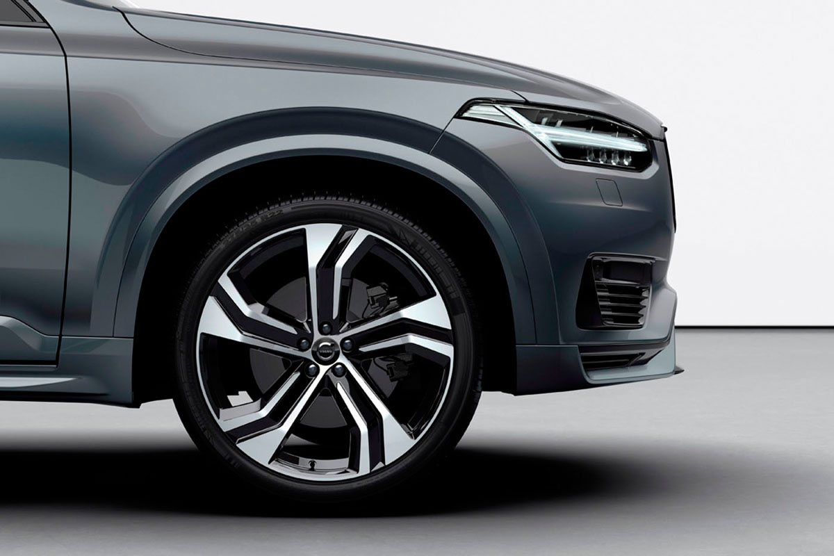 265699_XC90_Recharge_plug-in_hybrid_in_Thunder_Grey.jpg